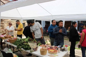 Unich realiza Tianguis Alternativo